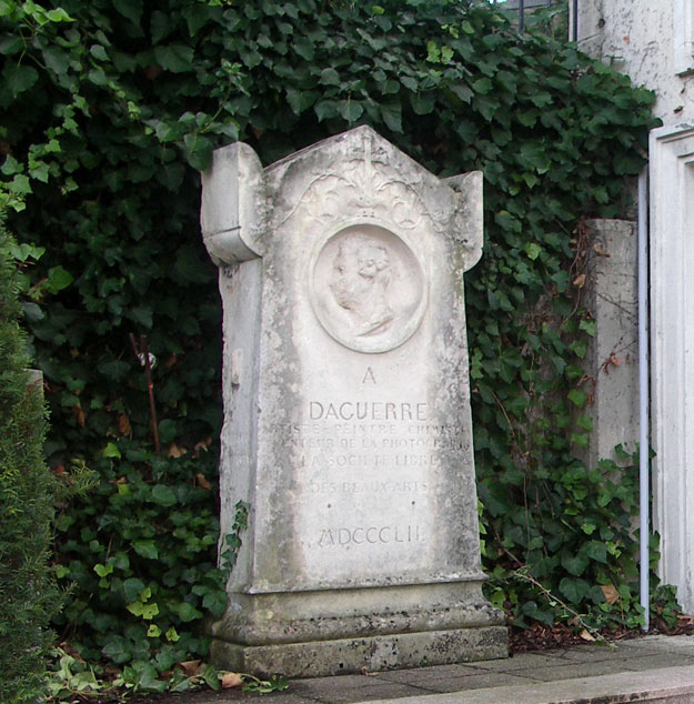 Daguerre stèle in the garden of Hotel de Malestroit